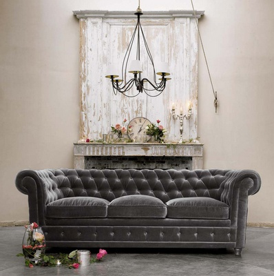 A really nice Chesterfield and looks comfy too.