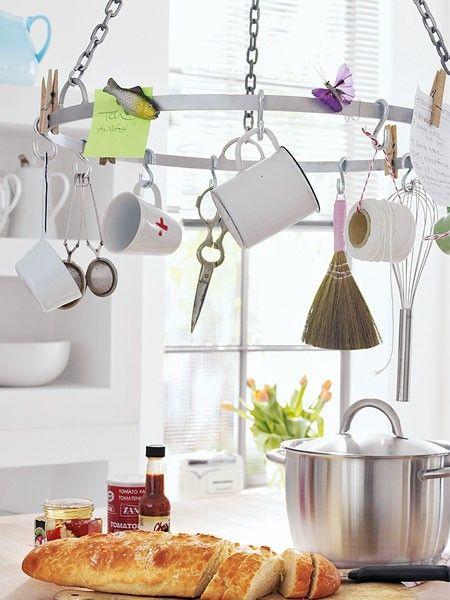 Jetzt steht nichts mehr unnütz rum: Clever einrichten hilft dieser Sammlung sich dekorativ zu arrangieren.