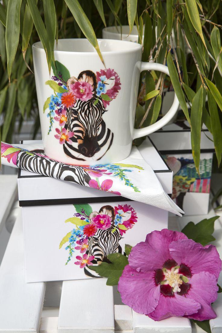Trend Mug Gift Box Flora Zebra + Flora Zebra Napkin 33x33 cm #ppd #paperproductsdesign #zebra #blackandwhite #schwarzweiß #flowers #blumen #art #design #edithjackson #tropical #tropisch