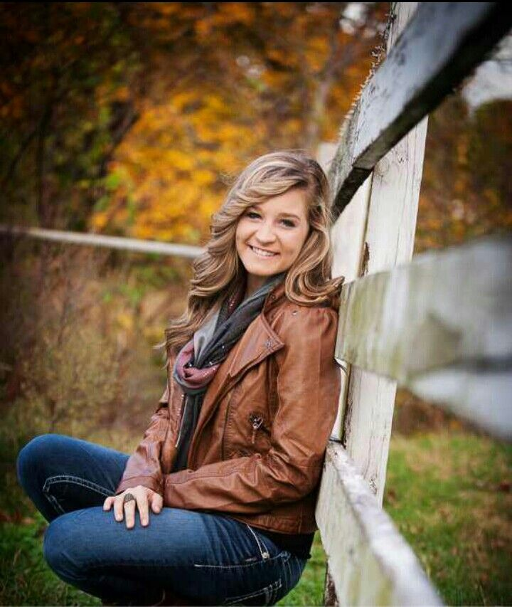 Senior Picture Ideas for Girls: Fall