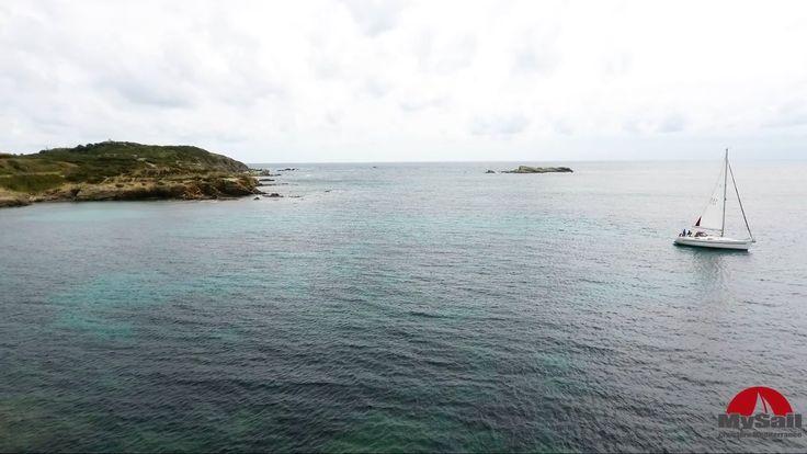 voilier BAVARIA 32 HOLYDAY. Visite immersive du bateau. Location voilier avec ou sans skipper - croisière tout inclus - balade en mer. #voilier #var #provence #sailboat #sailing #vacances #holiday | My Sail
