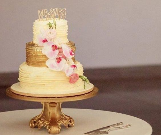 Gold perspex cake topper by Secret Diary.