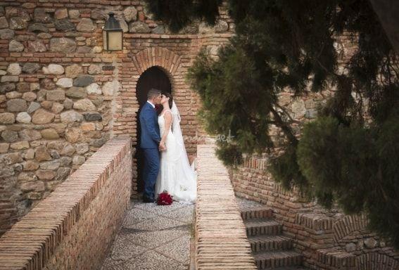 En Seyma Fotografía se dedican a capturar momentos y emociones, recuerdos de un día tan especial. Para el día de vuestra boda, este equipo de fotógrafos os brinda la posibilidad de crear el álbum de fotos que mejor se adapte a la celebración que