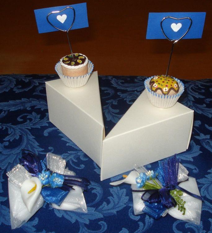 Bomboniera fetta di torta + confezione confetti.
