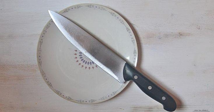 Si no tienes ni afilados ni piedra para afilar en casa, aquí nos dan una solución práctica para conseguir afilar nuestros cuchillos en un momento.