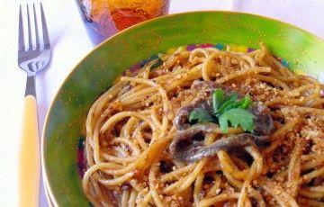 Spaghetti alici, pangrattato e pomodori secchi