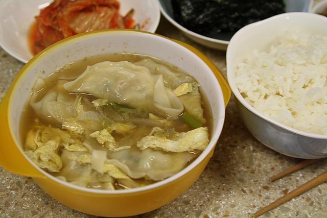 主婦料理企画・韓国料理を作ろう~煮干しスープマンドゥグッ編! マンドゥ 餃子 家庭料理 韓国料理 簡単韓国料理韓国料理レシピ