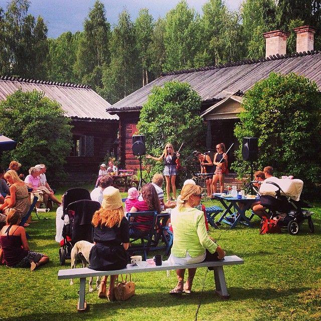Vi tackar Beata Bermuda för en fin konsert igår. Och alla som kom - tunet var fullsatt! #nyfiket #rättvik #gammelgården…