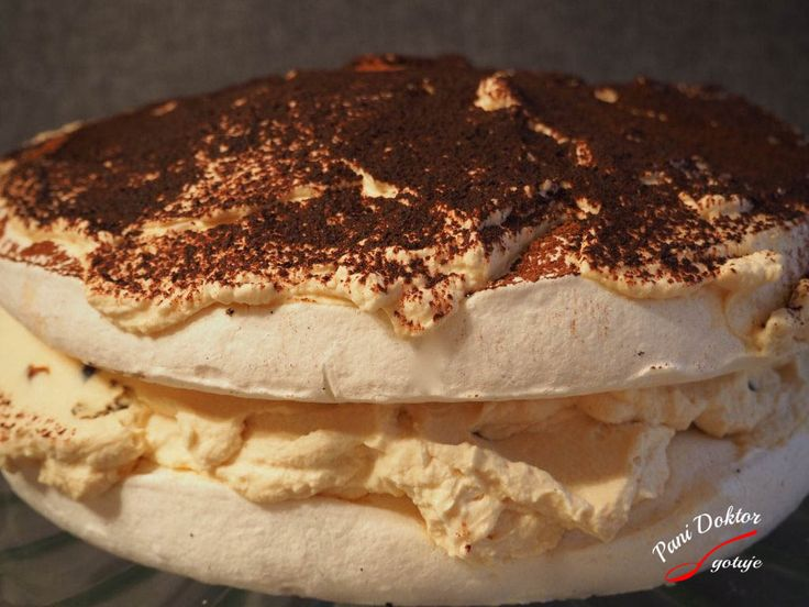 Tort bezowy z kremem z ciastek amaretti