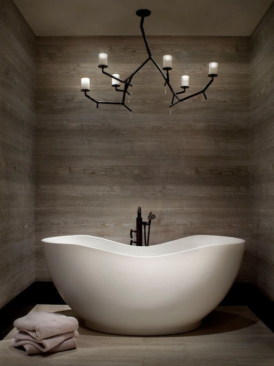An example with bathtub of porcelain woodlook tile