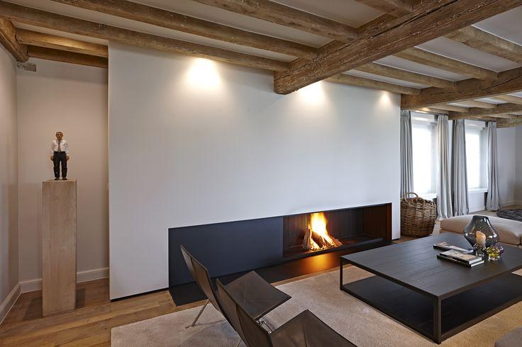 Klassiek of hedendaags, elk haard van De Puydt bezit klasse en stijl. Omarmende warmte en een stijlvolle uitstraling vormen het kader om het leven door te geven. Het geluk van de architectuur begint bij de haard.