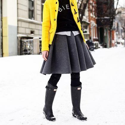 7+1 υπέροχα σύνολα με πρωταγωνιστή τις γαλότσες | μοδα , news & super trends | ELLE