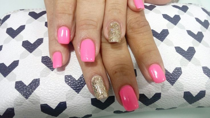 Gelish All that glitters is gold y gelish make you blink pink