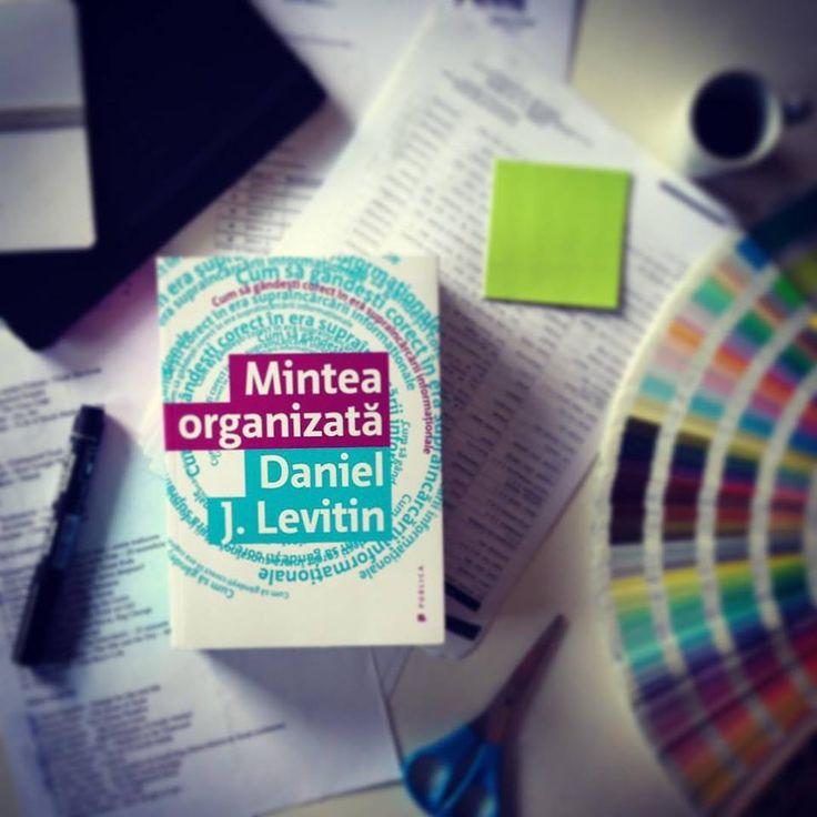 Cum să gândești corect în era supraîncărcării informației - sfaturi de la expertul în neuroștiințe, muzicianul și profesorul Daniel Levitin. #theorganisedmind