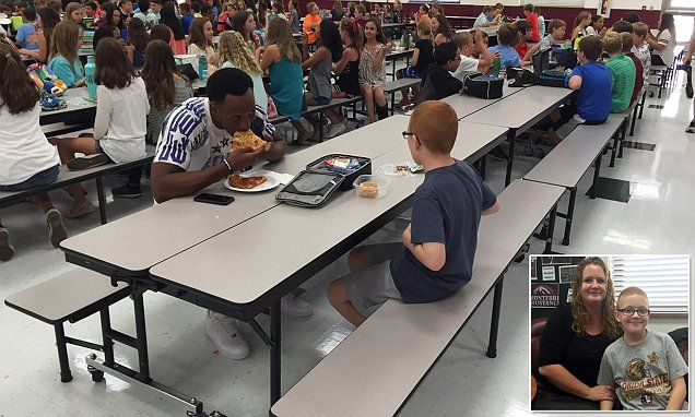 FSU football player eats lunch with sixth grader sitting alone