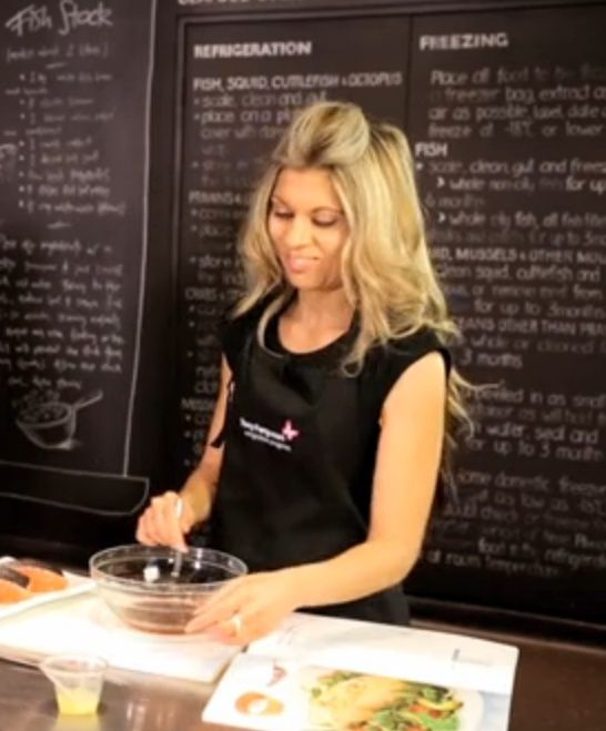 Gloria Cabrera - who was one of our Superchef contestants. Gloria is a dietitian who loves food and teaching others how to change their eating habits to improve their health. View episode at: http://www.youtube.com/user/1MillionLives