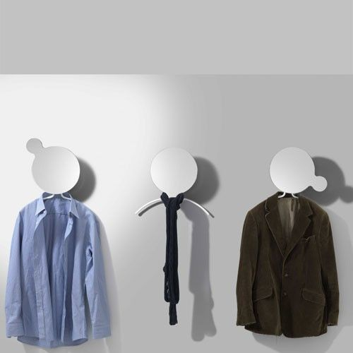 Miroir / Porte Manteaux Face. Une Grande Hésitation Sur Votre Tenue De  Travail Ou