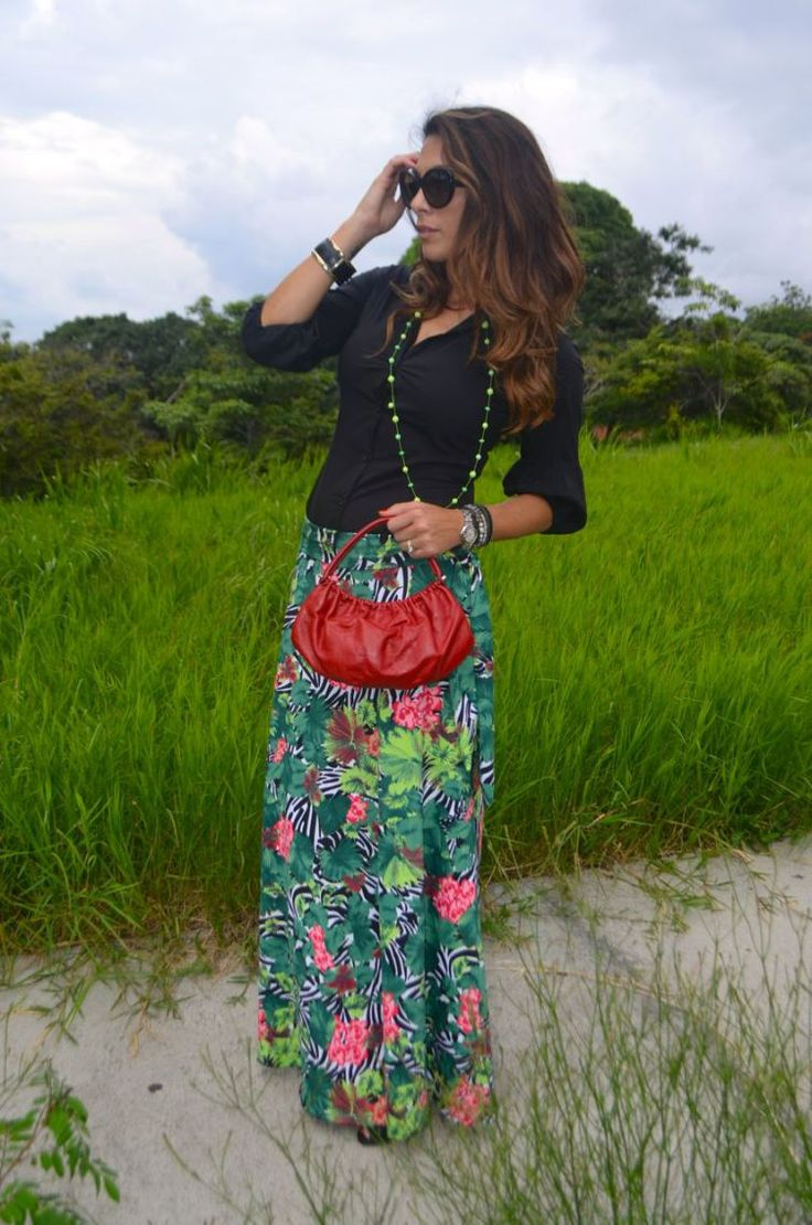 Tropical Print - from beach to city sylviasantacruz_tropicalprint_palmtree_skirt_shirt_hair_danielespinosajewelry_akiabara_stevemadden