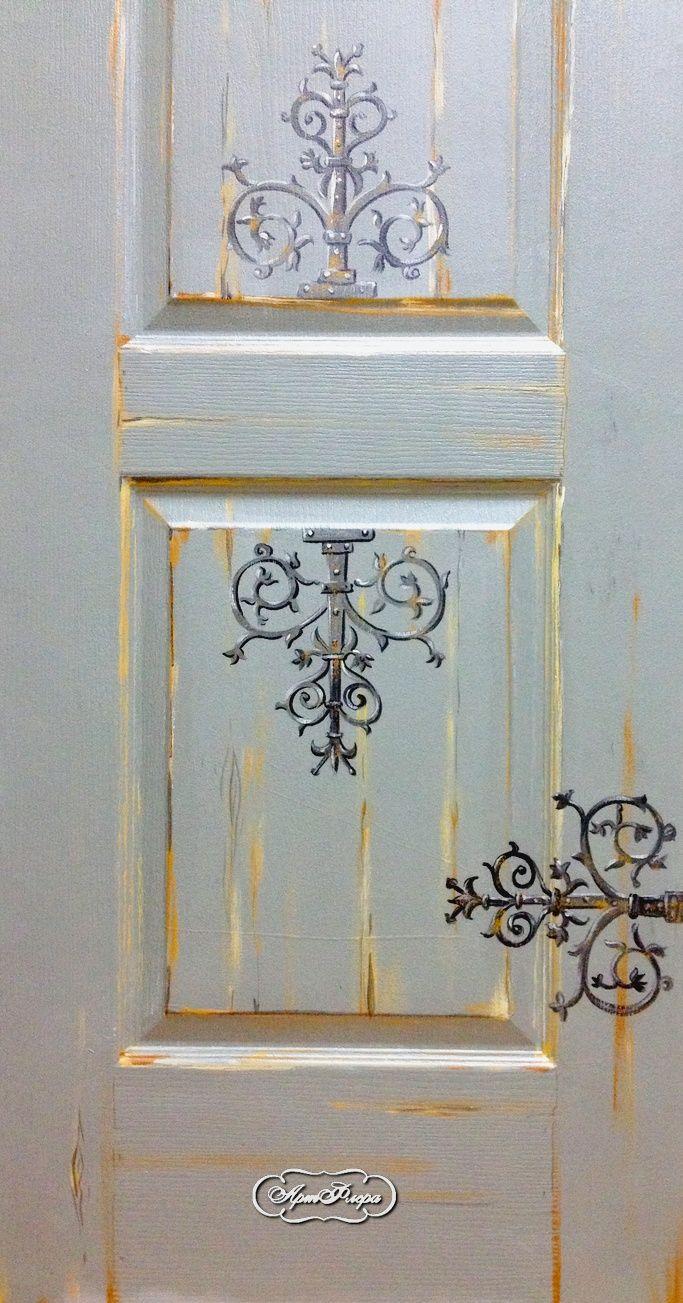 Серая дверь, фрагмент.