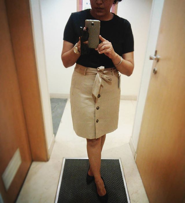 WEBSTA @ tias_trunk - #ootd #throwbackthursday 70s vibe with a button down skirt and a simple sporty t!  #aboutyesterday #trunkthursdays #styling #shorthairdontcare #trunkapproved #tiastrunk