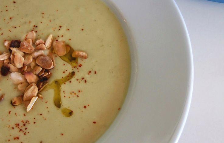 Acrescente à sopa algumas amêndoas torradas para um final mais sofisticado