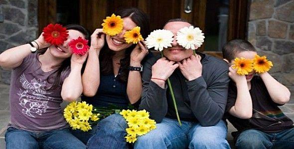 قد تبدو الأيام طويلة ، ولكنّ السنين قصيرة وتمرّ بلمح البصر.. وكل ما يُمكن أن يُخلّدها هي الذكريات السعيدة التي يصنعها أفراد الأسرة مع بعضهم البعض بفضل لحظات ولحظات من التسلية والمرح والتفاصيل الصغي…