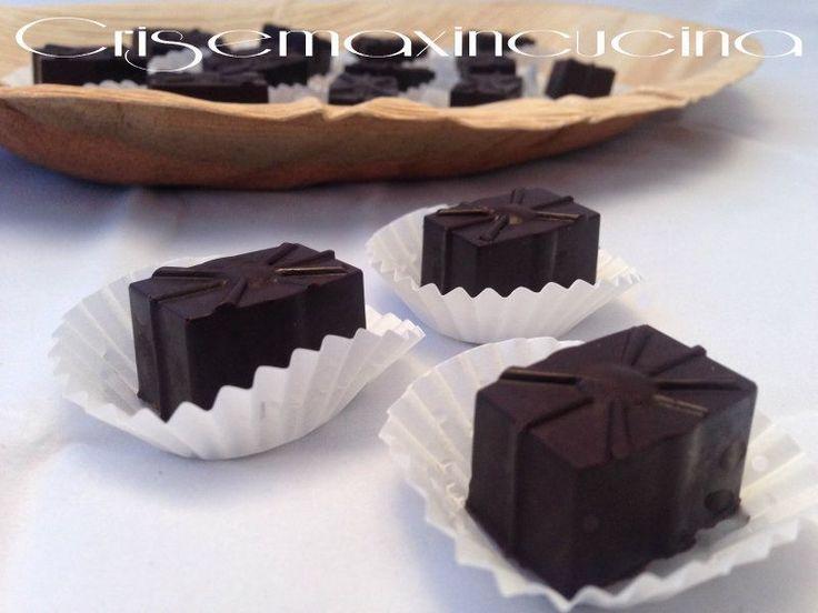 Cioccolatini ripieni alla crema al caffè, ricetta chic
