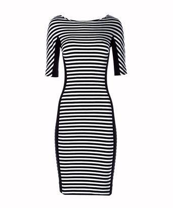 Jurk lustress - Strak aansluitende jurk met streep; comfortabele stretch stof met zwarte zijpanden en ondermouw; ¾ mouw; ronde hoge halslijn; blinde rits op achterpand.  Model is 1,76m.