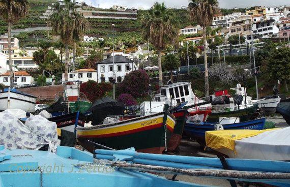 Fischerboote am Strand Portugal Fotodruck von PrintStore25 auf Etsy
