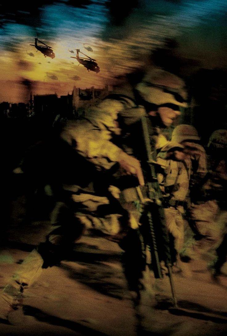 Black Hawk Down (2001) http://www.movpins.com/dHQwMjY1MDg2/black-hawk-down-(2001)/still-2220065792