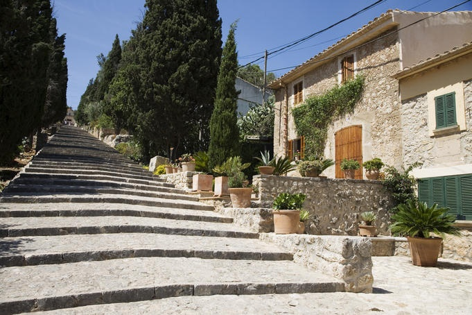 www.rentavillamallorca.com Calvari hill, Pollensa, Mallorca #holidayrentalsmallorca, #holidayhomespollensa