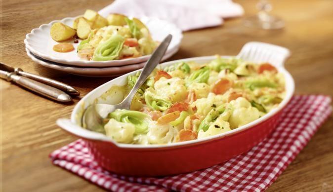 Ein Gericht, das auch Fleischfans trotz viel Gemüse sehr gut schmecken wird. Buntes Gemüsegratin von MAGGI mit Blumenkohl, Möhren und Lauch.
