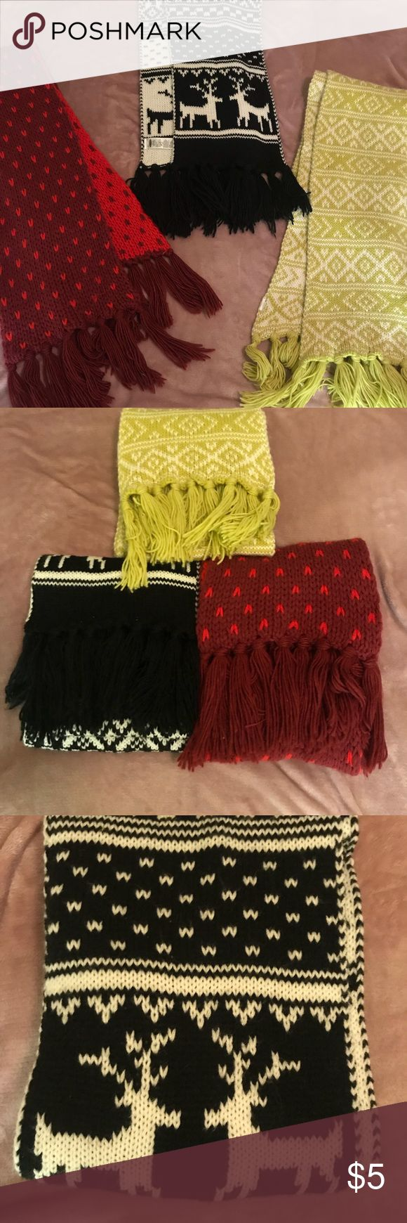 Cozy Old Navy Scarves Very warm and cozy scarves, they are also long and easy to manipulate for a quick outfit touch up ! Please let me know if you all like the scarves. Thank you Babes and don't forget to shop around and like also comment 💋 Old Navy Accessories Scarves & Wraps