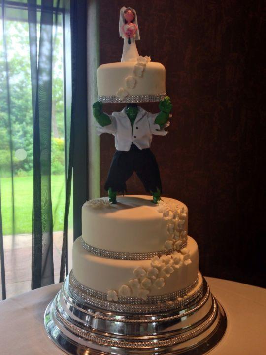 Hulk wedding cake