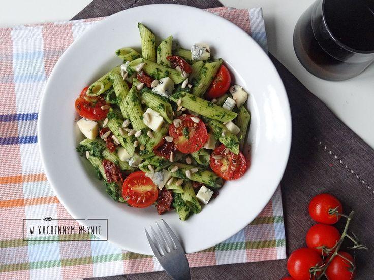 Penne ze szpinakiem, suszonymi pomidorami i gorgonzolą