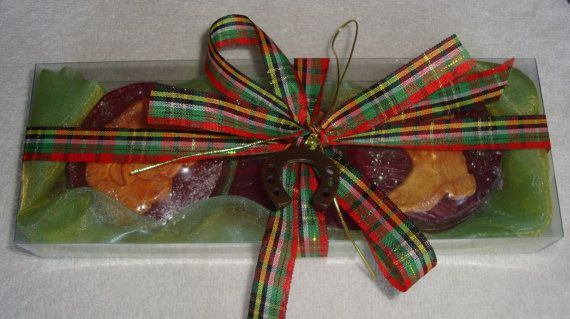 Opulent Christmas Handmade Gift Set in Green Color containing 3 small tropic scent Luxury Soaps in red color and Christmas designs- Santa Claus in gold and a lovely bronze Christmas Charm for Good Luck in the packaging.  A very elegant, stylish gift for Christmas !  Show your family, friends and relatives your love by giving them this excellent and unusual gift for Good Luck !!!!