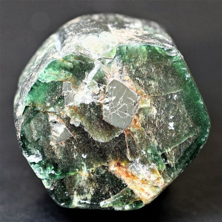 Pyrites inclusions in emerald from rhodesia. The emerald is 3cm by 3cm and the latgest pyrite crystal is 6mm by 8mmm