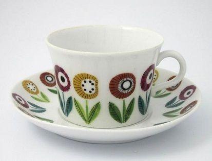 ウプサラエクビー、カールスクルーナ(Karlskrona)窯のレアシリーズ、べリス(Bellis)のカップ&ソーサーです。   カールスクルーナ製品は数が少ないため本国スウェーデンでもレアアイテムですが、べリスはその中でも特に人気のシリーズです。  特徴はなんといってもカップとソーサーに描かれた、とにかくキュートな花々。 眺めているだけで楽しい気分にさせてくれる素敵なアイテムです。 $北欧食器・北欧雑貨のオンラインショップ Kieloのブログ