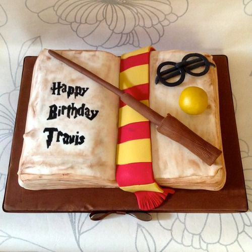 Baby Shower Cupcakes Aberdeen : 587 best HP Cakes images on Pinterest Harry potter ...