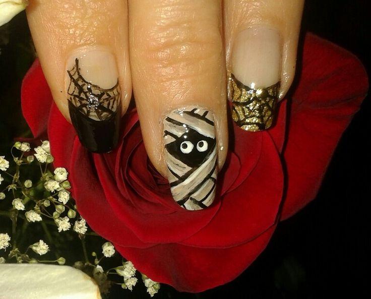 Manucure fantaisiste pour halloween. Brijoux nail art