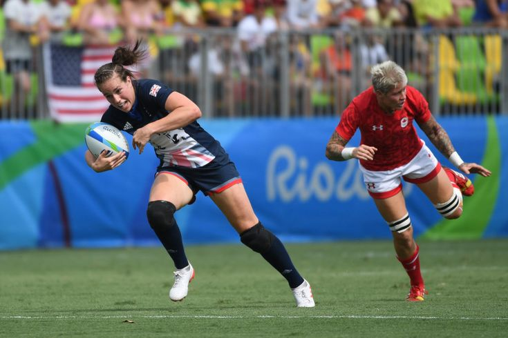 Britain's Emily Scarratt runs with the ball in the womens rugby sevens match between Canada and Britain during the Rio 2016 Olympic Games at Deodoro Stadium in Rio de Janeiro on August 7, 2016. / AFP / Pascal GUYOT