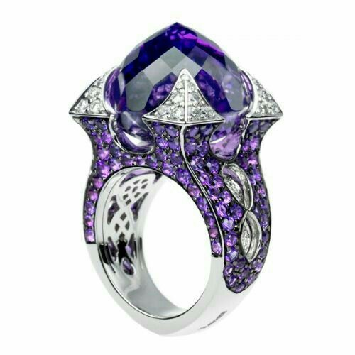 Such a beautiful ring.