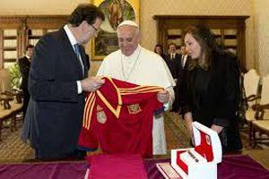 """""""Espíritu de castigo"""", y ¡Mariano busca la bendición papal! http://www.revcyl.com/www/index.php/colaboradores/item/964-%E2%80%9Cesp%C3%ADritu-de-castigo%E2%80%9D-y-%C2%A1mariano-busca-la-bendici%C3%B3n-papal"""
