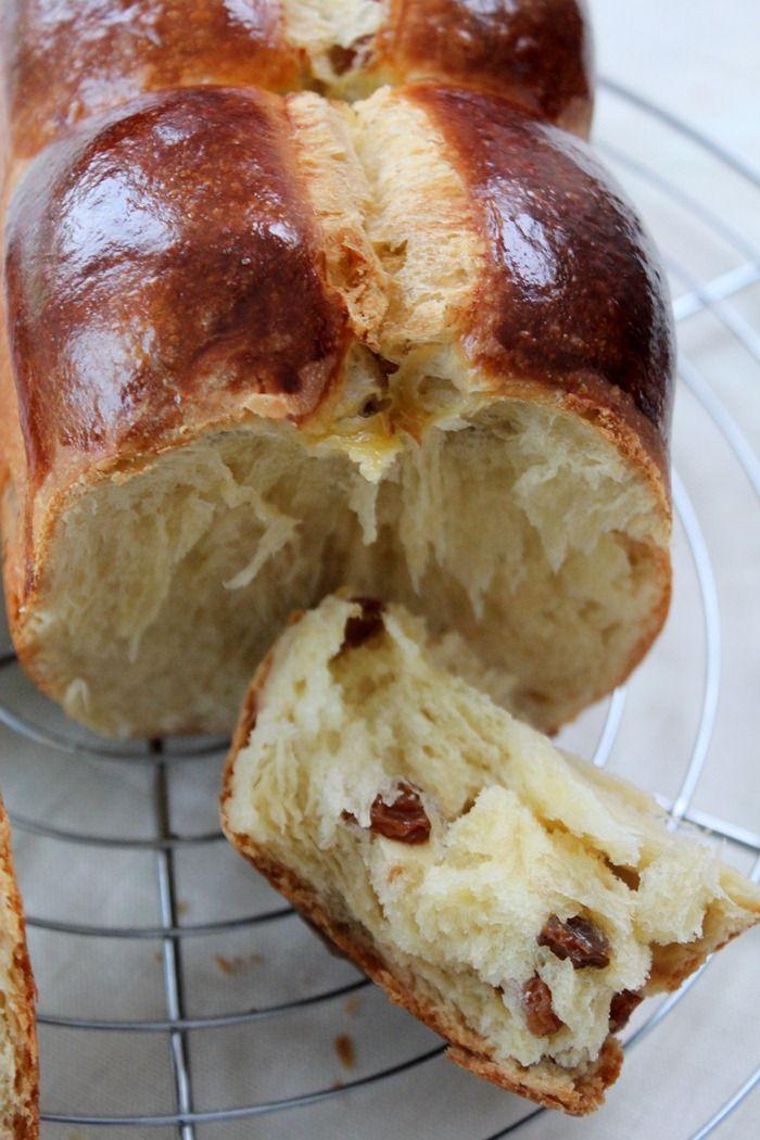 Voilà une recette debrioche avec une mie super filante.Unebriochesimple à faire, délicieuse pour un résultat garanti. Vous pouvez la réaliser à la machine à pain, au pétrin ou à la main. La texture de cettebrioche agrémentée aux raisinsest supermoelleuseet le reste même le lendemain. Une mie filanteau goûtdes raisinsà lafleur d'oranger.Une brioche aux raisinsàRead More