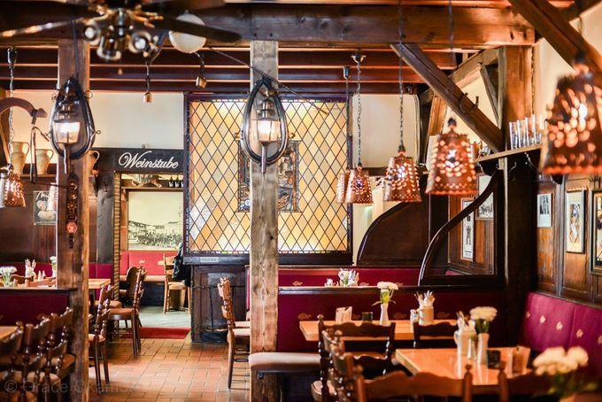 ドイツと言えば、ビールと肉!を思い浮かべられたあなた。そのイメージは概ね正解です。ただ、その種類の豊富さにはきっと驚かれることでしょう。定番のソーセージから、名物の豚煮込み、軽やかなカツレツ、旨味がぎゅっと詰まったミートボール・・・。食べ歩き大好き!なベルリン在住の筆者が、ドイツ料理の美味しいレストランを5つ厳選してご紹介します。
