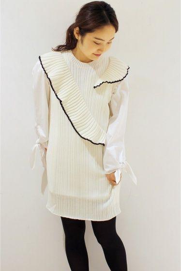 MSGM ラッフルニットドレス  MSGM ラッフルニットドレス 75600 立体的なニットフリルがポイントのミニワンピース シャツやカットソーとの重ね着もお勧めです MSGM(エムエスジーエム) マッシモジョルジェッティが手掛けるイタリアのファッションブランド 2004年からデザイナーとして活動をし2009年に自分のブランドMSGMを立ち上げた デザイナー自身が愛するインディーミュージックやコンテンポラリーアートの新しい傾向を組みわせることでMSGMはまるで万華鏡の中に広がる世界の様に様々な色形ライン等の結合により真新しいパターンを生む MSGMは人々が服を着ることによって自由個性や創造性を発揮する方法を与える 店頭外での撮影画像は光の当たり具合で色味が違って見える場合があります 商品の色味はスタジオ撮影の画像をご参照ください ブラック着用スタッフ身長:161cm 着用サイズ:FREE モデルサイズ:身長:167cm バスト:77cm ウェスト:56cm ヒップ:80cm 着用サイズ:フリー
