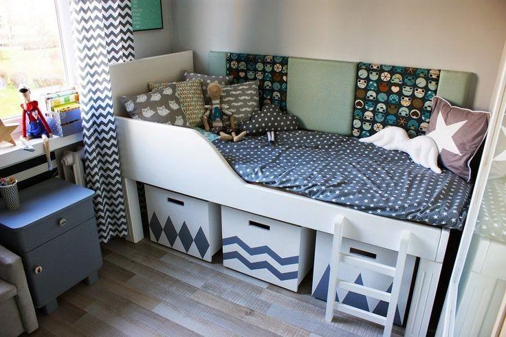 Pokój Chłopca -szarości, biel i handmade : Łóżka i łóżeczka, pokój dziecięcy. Zobacz więcej na: https://www.homify.pl/katalogi-inspiracji/37252/lozka-dla-dzieci-12-fantastycznych-pomyslow
