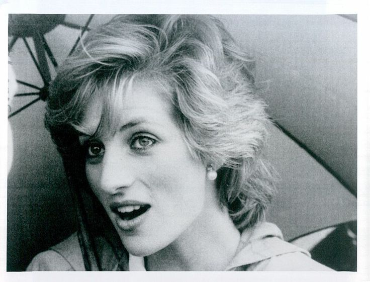 Vintage Princess Diana 1985 under Umbrella. Rare. She is so beautiful