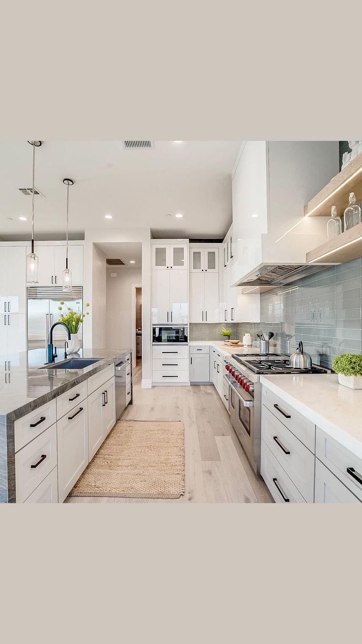 Large Kitchen Design, Interior Design Kitchen, Modern Kitchen Designs, Modern White Kitchens, Square Kitchen Layout, Modern French Kitchen, Closed Kitchen Design, White Coastal Kitchen, White Contemporary Kitchen