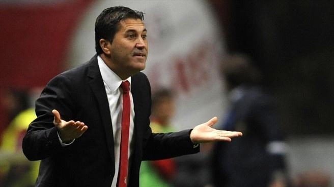 José #Peseiro (SC Braga)  Coach José Peseiro of SC Braga reacts during the Portuguese First Division match against FC Porto